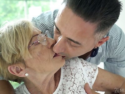 Young enticing gigolo fucks old tasteless woman Malya and cums on her wrinkled face