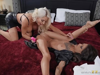 Kimber Veils & Nicolette Shea in old and young homoerotic sex