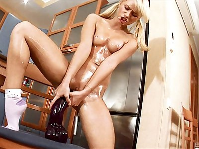 Nasty mart Jessia Miller drills the brush dirty pussy with a titanic bauble